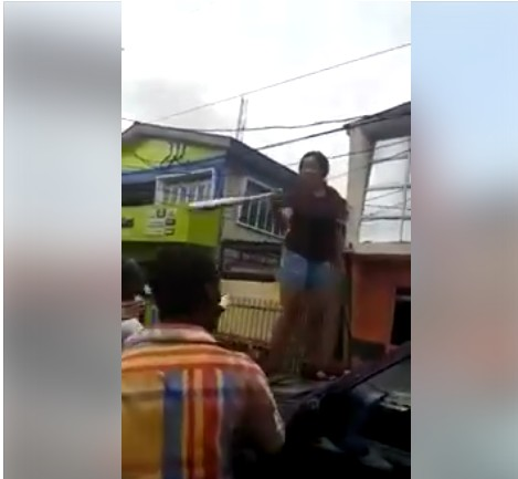 Angry Lady Destroys Her Boyfriend's Jeep For Cheating On Her