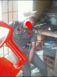 Nigerian Policeman Spotted Sleeping With His Rifle While On Duty (Photos)