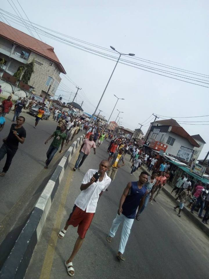 Trigger Happy Policeman Kills Boy Selling Pure Water In Port-Harcourt (Graphic Photos)