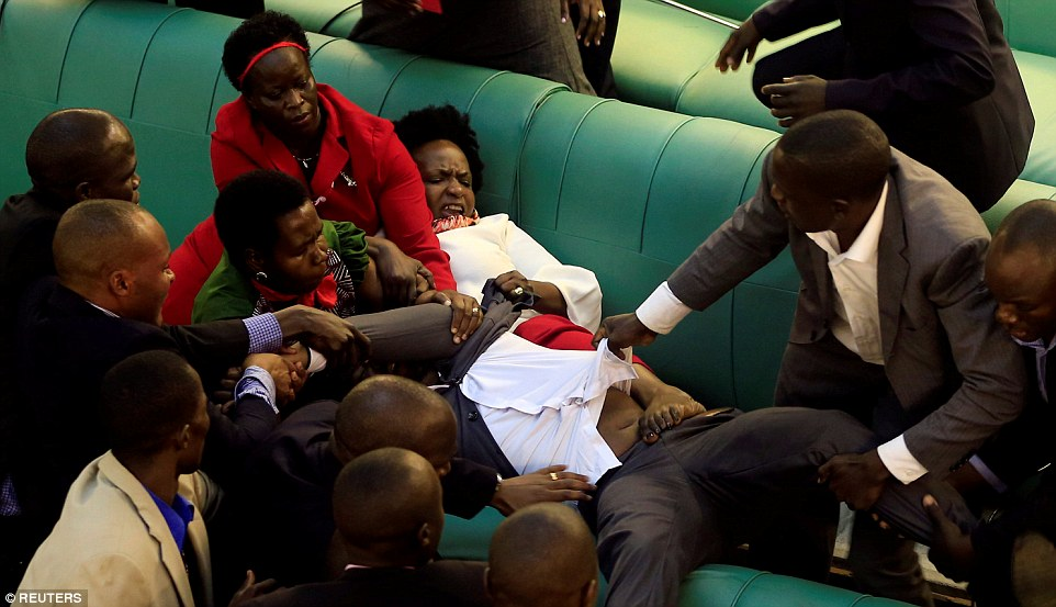 Ugandan Lawmakers Fight Over Bill Extending The 31 Year Rule Of Museveni (Photos)