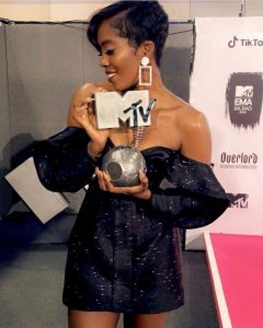 Tiwa Savage Poses With Her MTV Ema 2018 Award