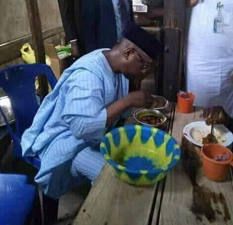 Governor Of Niger State, Abubakar Sani Bello Spotted Having Lunch At Mamaput Joint In Minna