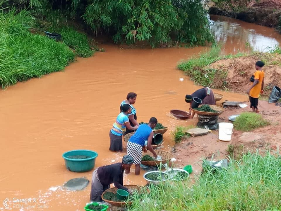 Man Shocked After Seeing Market Women Do This In A Stream In Awka (Photo)