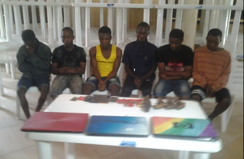 Notorious Robbery Syndicate Arrested While Withdrawing Money From ATM (Photo)