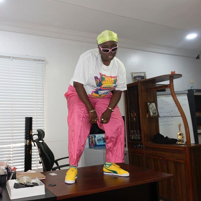 #ViralNow: Teni Makanaki Climbs Table To Show Her Swag 1