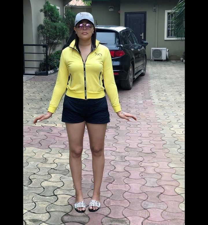 #ViralNow: See Photos of Actress Adunni Ade Radiant Skin In Bum Shorts 3