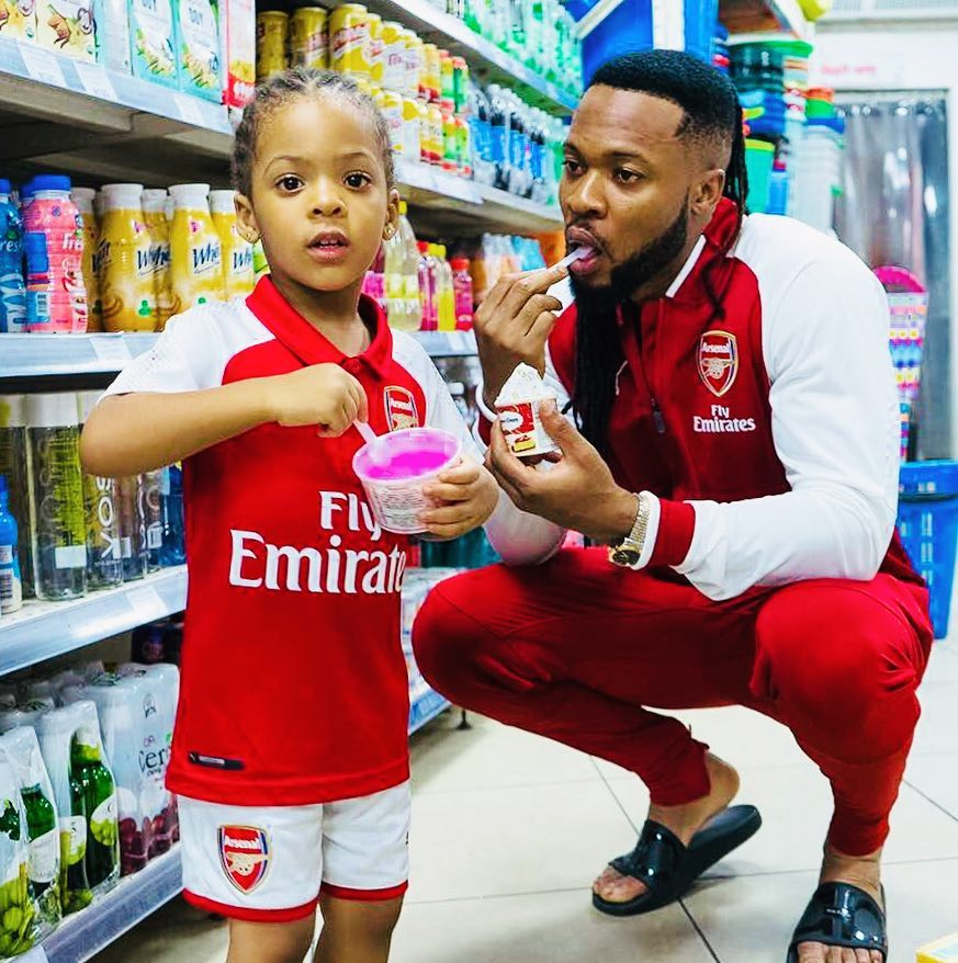 Flavour And His Daughter Rocks Matching Arsenal Jessey As He Bids Arsene Wenger Farewell