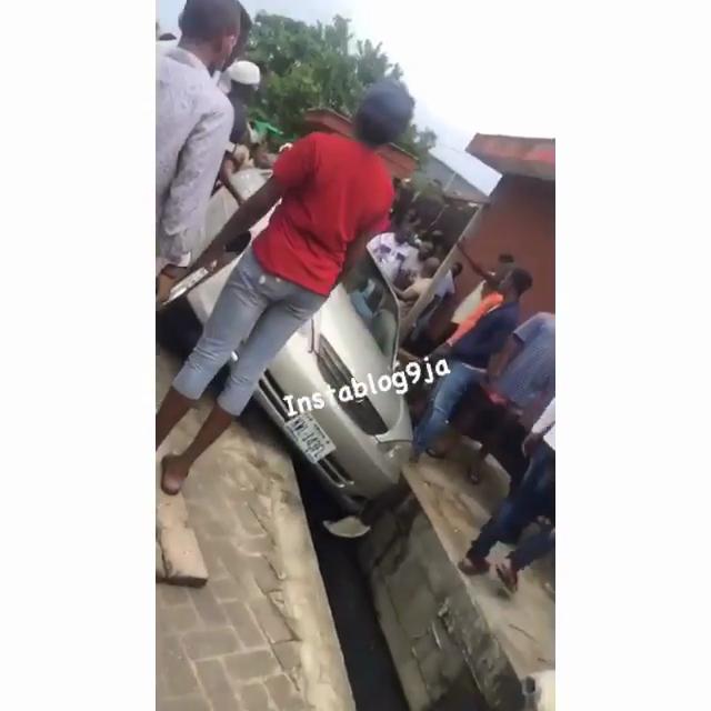 #Bbnaija: Anheeka Crashes Car in a Gutter at Lekki (Photos)