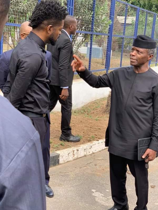 #ViralNow: See Basketmouth with Osinbajo as they do street walk in Lagos 2