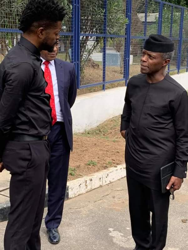#ViralNow: See Basketmouth with Osinbajo as they do street walk in Lagos 3
