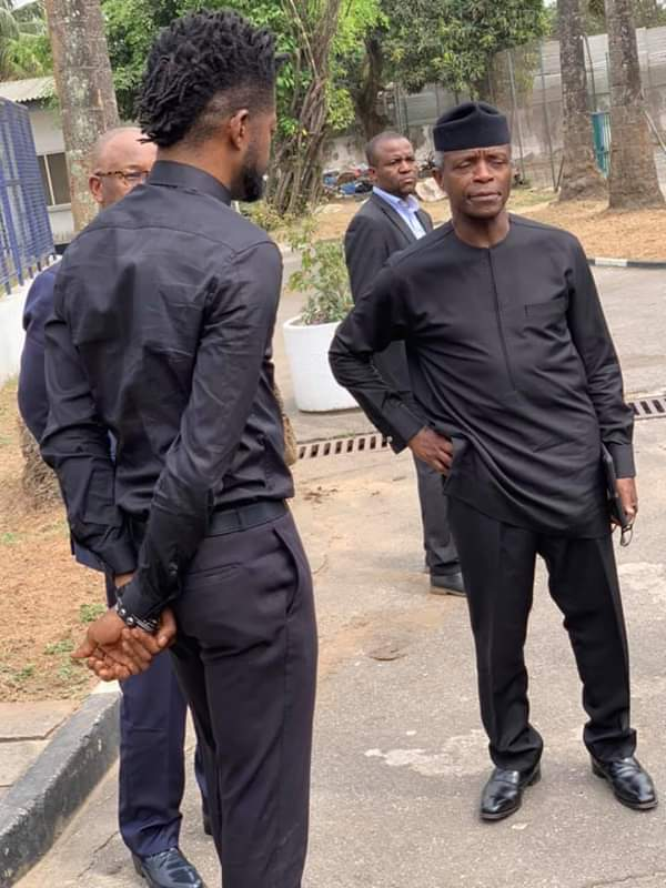 #ViralNow: See Basketmouth with Osinbajo as they do street walk in Lagos 5