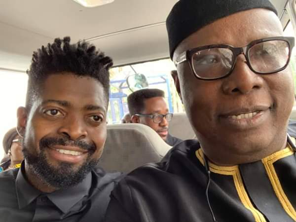 #ViralNow: See Basketmouth with Osinbajo as they do street walk in Lagos 1