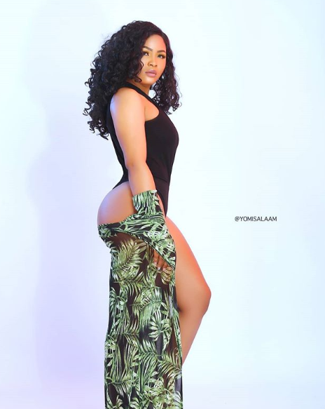 #ViralNow: Actress Sharon Francis Shows Off Her Butt In Sexy Swimwear Photos 3