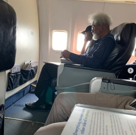 Young Man Tells Noble Laureate Wole Soyinka To Leave His Seat – Tonye Cole, Mo Abudu, Kate Henshaw React