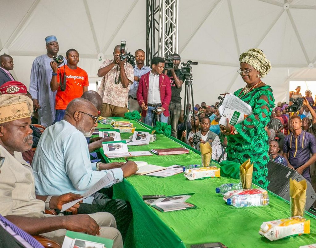 Akeredolu Swears-In New Commissioners, Special Advisers, 18 Others (Photos)