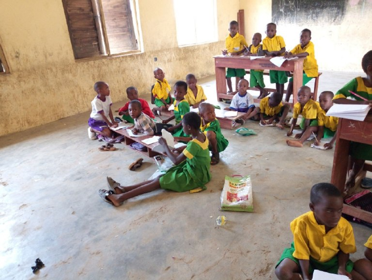 School Where Pupils Sit On Floor To Learn In Akwa Ibom (images)
