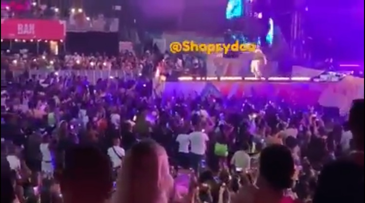 SHOW: Wizkid Turns Up As Davido Performs At The #OhMyMusicFest In Amsterdam, Netherlands