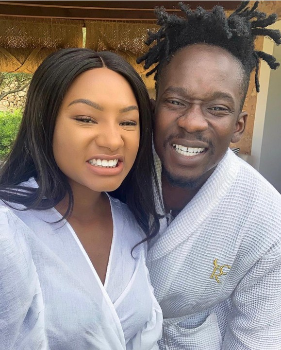 Mr Eazi Joins DJ Cuppy, Temi Otedola And Family On A Golf