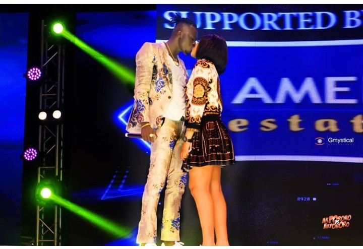 VIDEO Comedian Akpororo & Wife Kisses In Public Stage During Comedy Show In Lagos