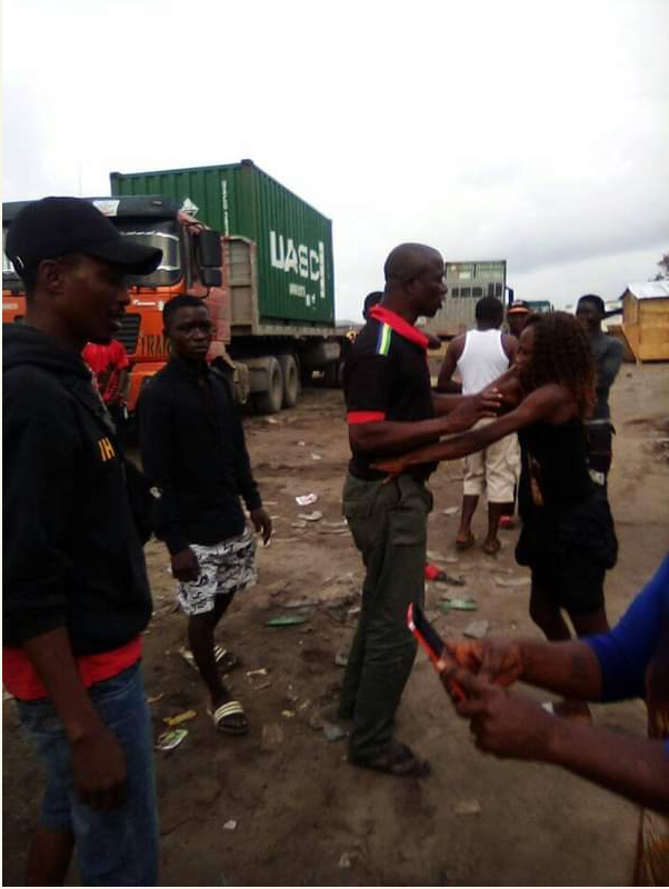 PICS NEWS – Prostitute Fights Mopol Officer Who Refused To Pay Her In Lekki (Ashawo)