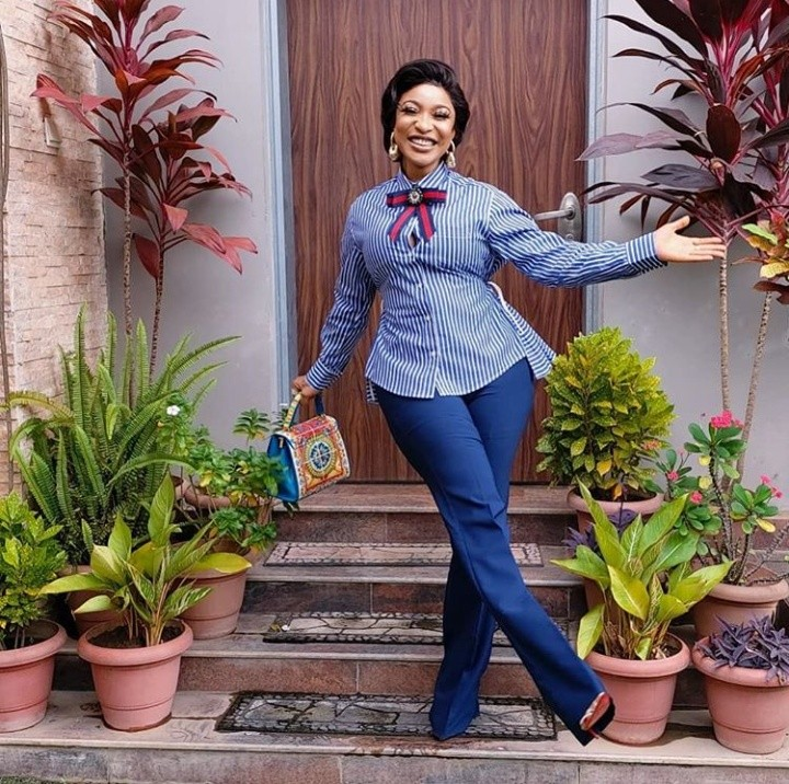Tonto Dikeh Steps Out In Stylish Corporate Outfit 3