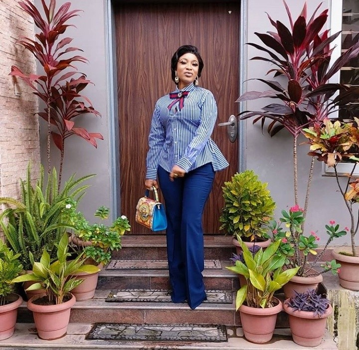 Tonto Dikeh Steps Out In Stylish Corporate Outfit 1