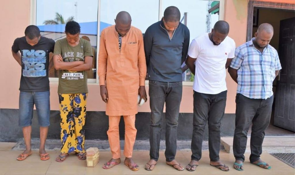 Suspect Caught With Mini Coffin As EFCC Arrests 6 Yahoo Boys In Ibadan (Photos) 12