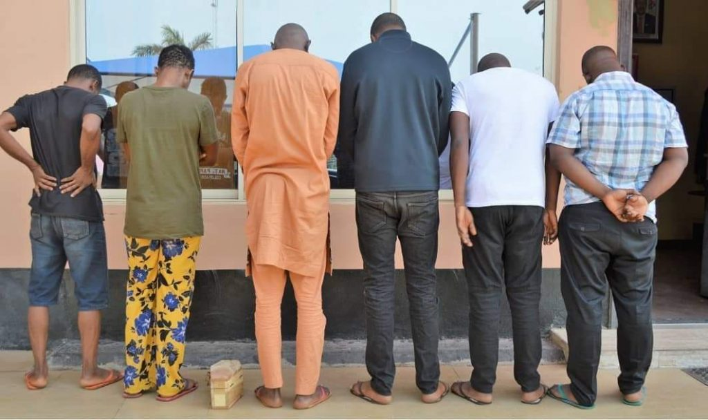 Suspect Caught With Mini Coffin As EFCC Arrests 6 Yahoo Boys In Ibadan (Photos) 13
