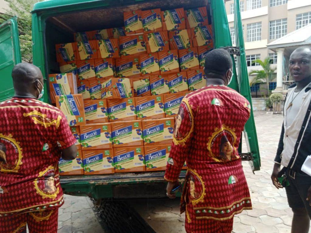 Senator Stella Oduah Shares Food Items In Anambra 4