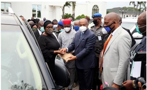 Imo Governor, Hope Uzodimma Gives 20 SUVs To Imo Judges