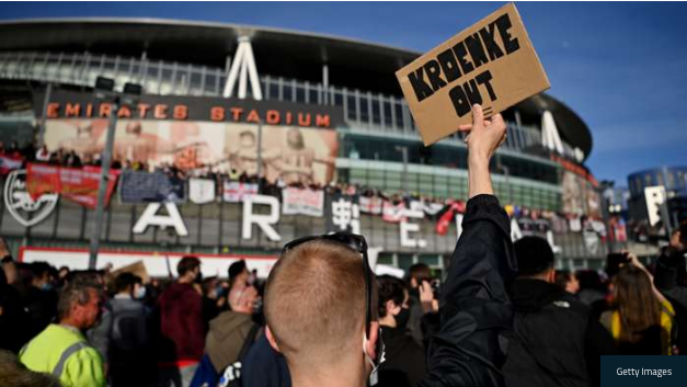 Arsenal Fans Stage Massive 'Kroenke Out' Protest Prior To Everton Clash