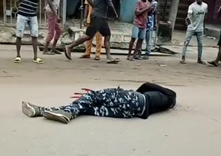 Policeman Shot Dead At Checkpoint In Onitsha, Patrol Van Burnt (Graphic Photos)